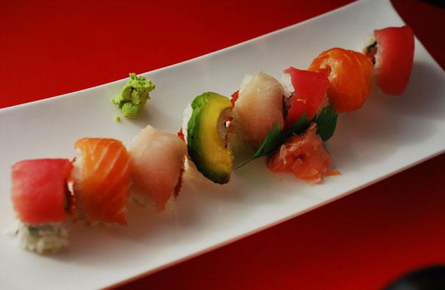 seared tuna spicy seared salmon tuna sushi roll at sushiro tuna seared ...